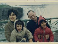 Skuy family at Niagra Falls
